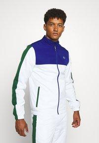 Lacoste Sport - TENNIS TRACKSUIT - Survêtement - cosmic/white/green - 0