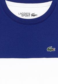 Lacoste Sport - TENNIS  - T-shirt med print - cosmic/white-black - 3
