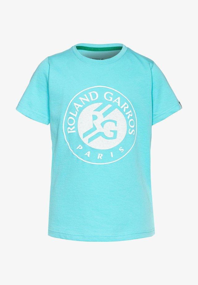 LOGO ROLAND GARROS - Print T-shirt - haiti blue/white/yucca