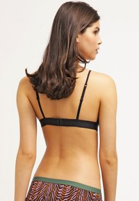 LOVE Stories - LOVE - Triangel BH - black - 2