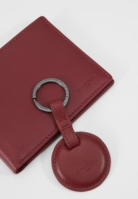 Le Tanneur - BOX WITH KEY RING AND WALLET ZIPPED POCKET - Charm - bordeaux - 2