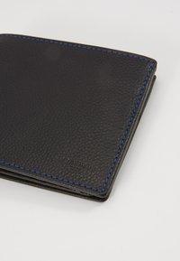 Le Tanneur - CHARLES - Wallet - noir/le bleu - 2