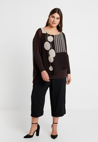 Live Unlimited London - POM POM PRINTED - Blouse - chocolate - 1