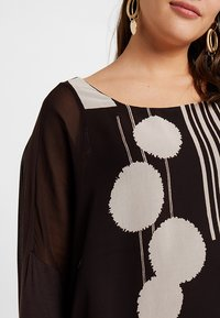 Live Unlimited London - POM POM PRINTED - Blouse - chocolate - 5
