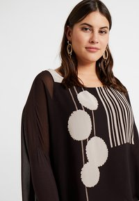 Live Unlimited London - POM POM PRINTED - Blouse - chocolate - 3