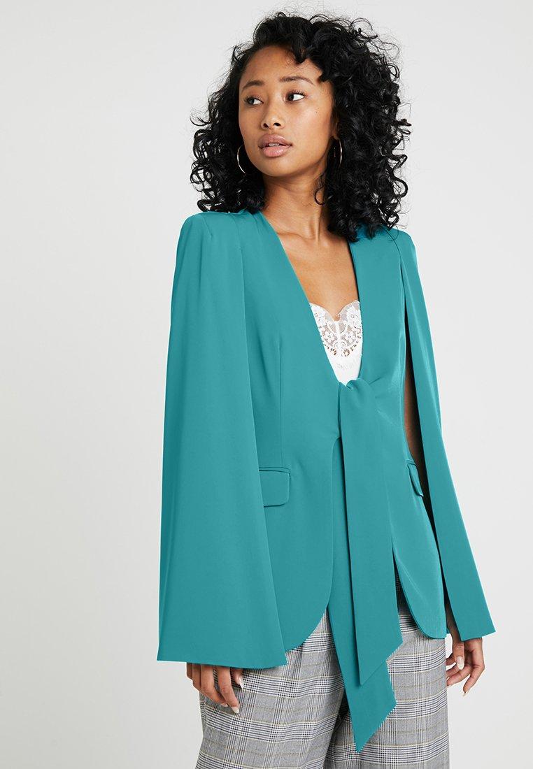 Lavish Alice - TIE FRONT FITTED CAPE - Blazer - jade green