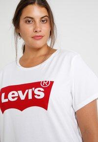 Levi's® Plus - PERFECT TEE  - T-shirts print - plus batwing white - 3