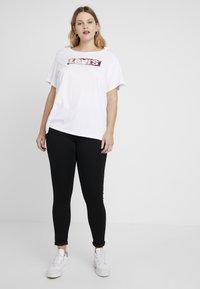 Levi's® Plus - PERFECT TEE - T-shirt print - white - 1