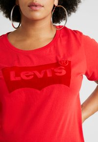 Levi's® Plus - PERFECT TEE - T-shirt imprimé - brilliant red - 5