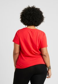 Levi's® Plus - PERFECT TEE - T-shirt imprimé - brilliant red - 2