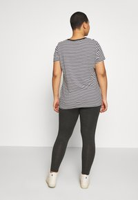 Levi's® Plus - PERFECT CREW - T-shirt print - raita caviar - 2