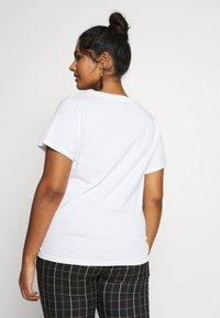 Levi's® Plus - THE PERFECT TEE - T-shirts med print - white - 2