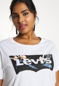 Levi's® Plus - THE PERFECT TEE - T-shirts med print - white - 4