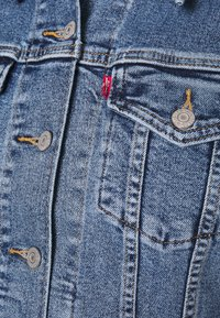 Levi's® Plus - BOYFRIEND TRUCKER - Jeansjakke - light-blue denim - 5