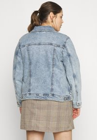 Levi's® Plus - ORIGINAL TRUCKER - Jeansjakke - light-blue denim