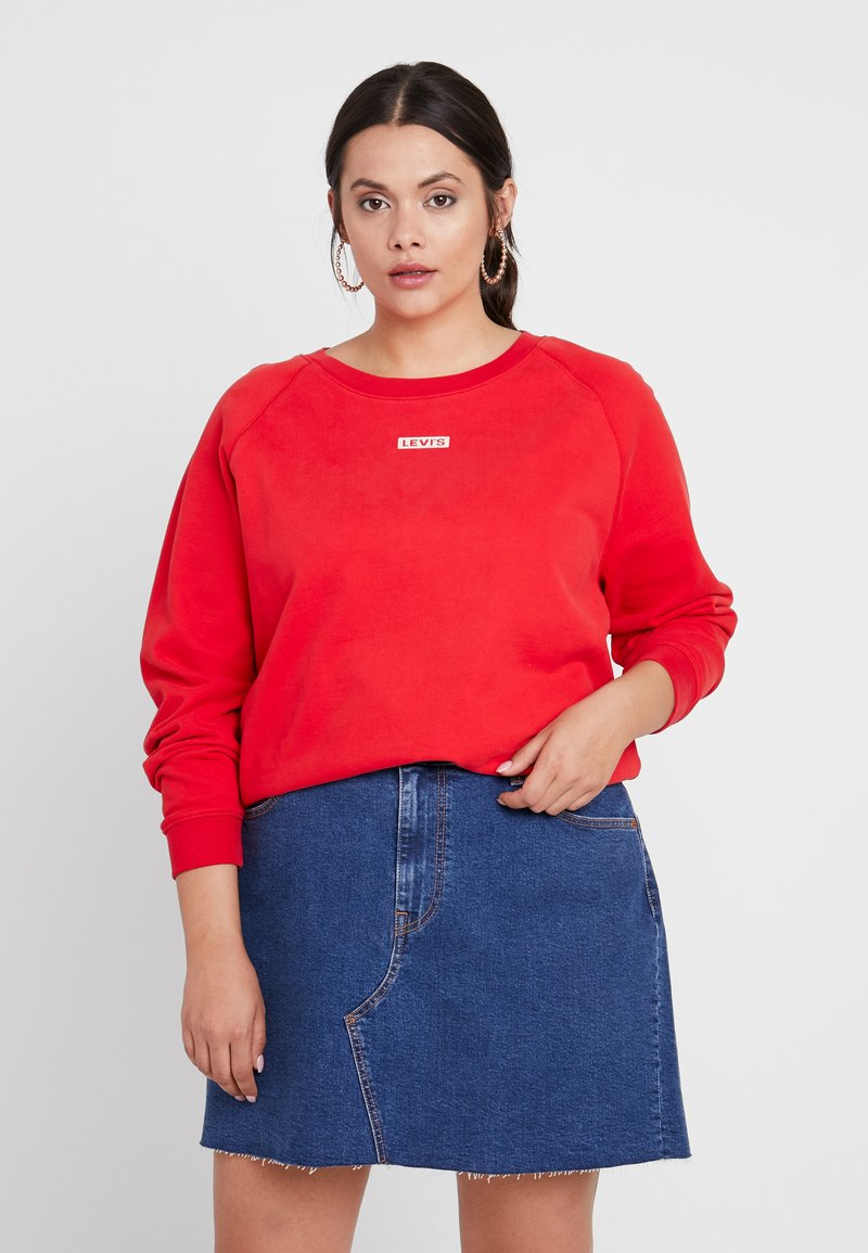 Levi's® Plus - RELAXED GRAPHIC CREW - Sweatshirt - brilliant red