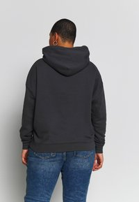 Levi's® Plus - GRAPHIC HOODIE - Hoodie - forged iron - 2