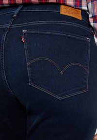 Levi's® Plus - SHAPING - Jeans Straight Leg - dark horse - 5