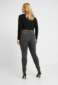 Levi's® Plus - 310 PL SHPING SPR SKINNY - Jeans Skinny - shade of grey - 2