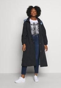 Levi's® Plus - SHAPING SKINNY - Jeans Skinny Fit - london dark indigo - 1