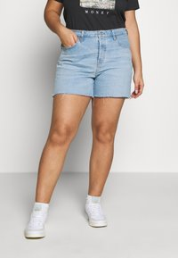 Levi's® Plus - PL 501® ORIGINAL SHORT - Jeansshorts - light-blue denim - 0