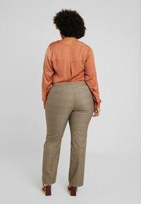Lauren Ralph Lauren Woman - QUARTILLA-STRAIGHT-PANT - Broek - brown/tan multi - 2
