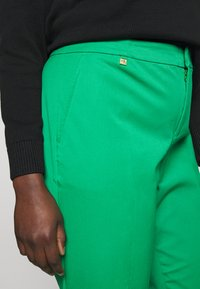 Lauren Ralph Lauren Woman - LYCETTE PANT - Pantalon classique - hedge green - 4