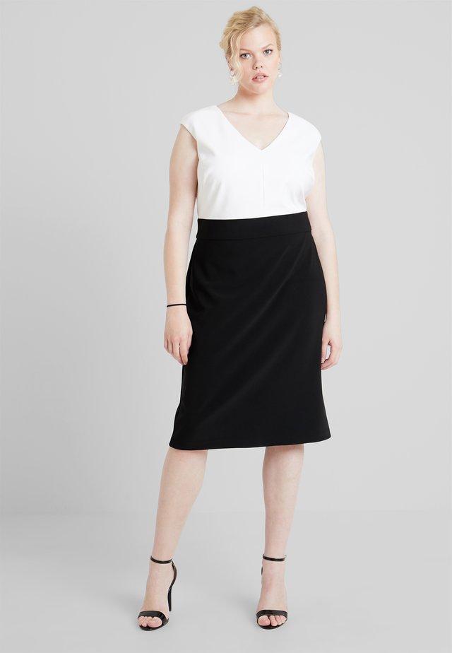 JANNETTE CAP SLEEVE DAY DRESS - Pouzdrové šaty - black/white