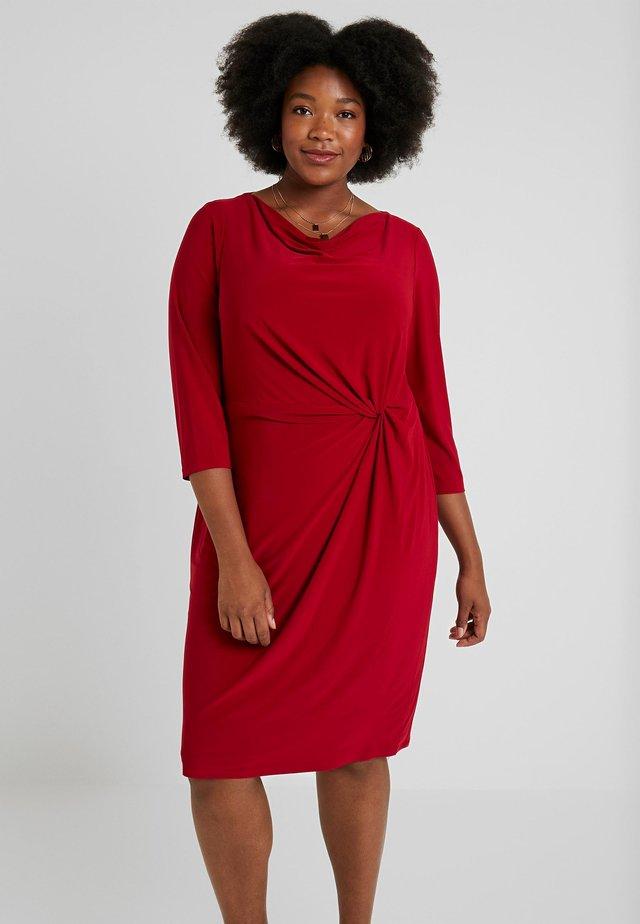 TRAVA 3/4 SLEEVE DAY DRESS - Robe d'été - scarlet red