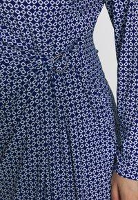 Lauren Ralph Lauren Woman - CASONDRA LONG SLEEVE DAY DRESS - Vestido de tubo - parisian blue/colonial cream - 5