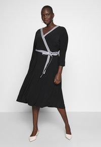 Lauren Ralph Lauren Woman - BENNETT DAY DRESS - Robe fourreau - black - 1