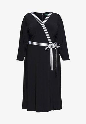 BENNETT DAY DRESS - Pouzdrové šaty - black