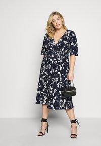Lauren Ralph Lauren Woman - FRASIER SHORT SLEEVE DAY DRESS - Jersey dress - navy/cream/multi - 1