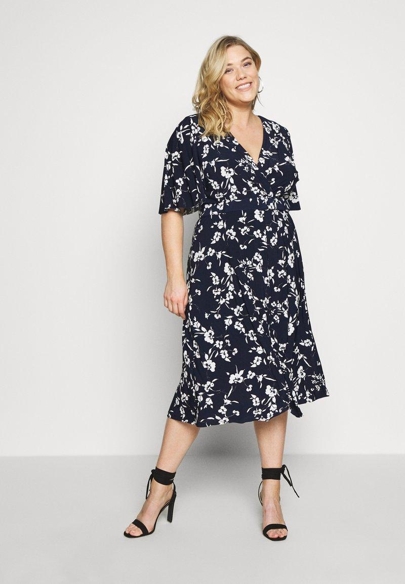 Lauren Ralph Lauren Woman - FRASIER SHORT SLEEVE DAY DRESS - Jersey dress - navy/cream/multi