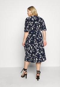 Lauren Ralph Lauren Woman - FRASIER SHORT SLEEVE DAY DRESS - Jersey dress - navy/cream/multi - 2