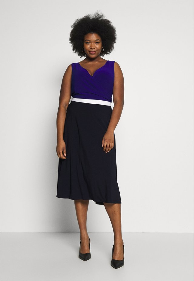 DAVIE SLEEVELESS-DAY DRESS - Etuikleid - navy/white/cannes blue