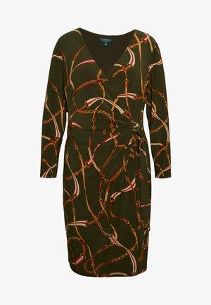 CASONDRA LONG SLEEVE DAY DRESS - Sukienka z dżerseju - oliva/red/multi