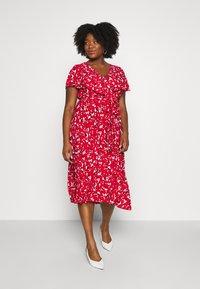 Lauren Ralph Lauren Woman - CHRISSY SHORT SLEEVE DAY DRESS - Žerzejové šaty - persimmon/charcoal/cream - 0