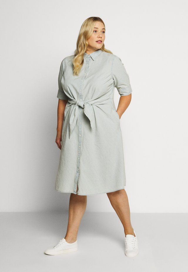 COYNE SLEEVE CASUAL DRESS - Denim dress - vintage chambray wash