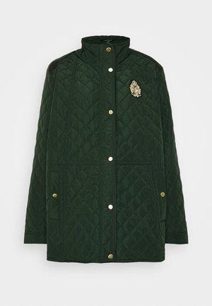 CREST QUILTED JACKET - Zimní kabát - hunter green