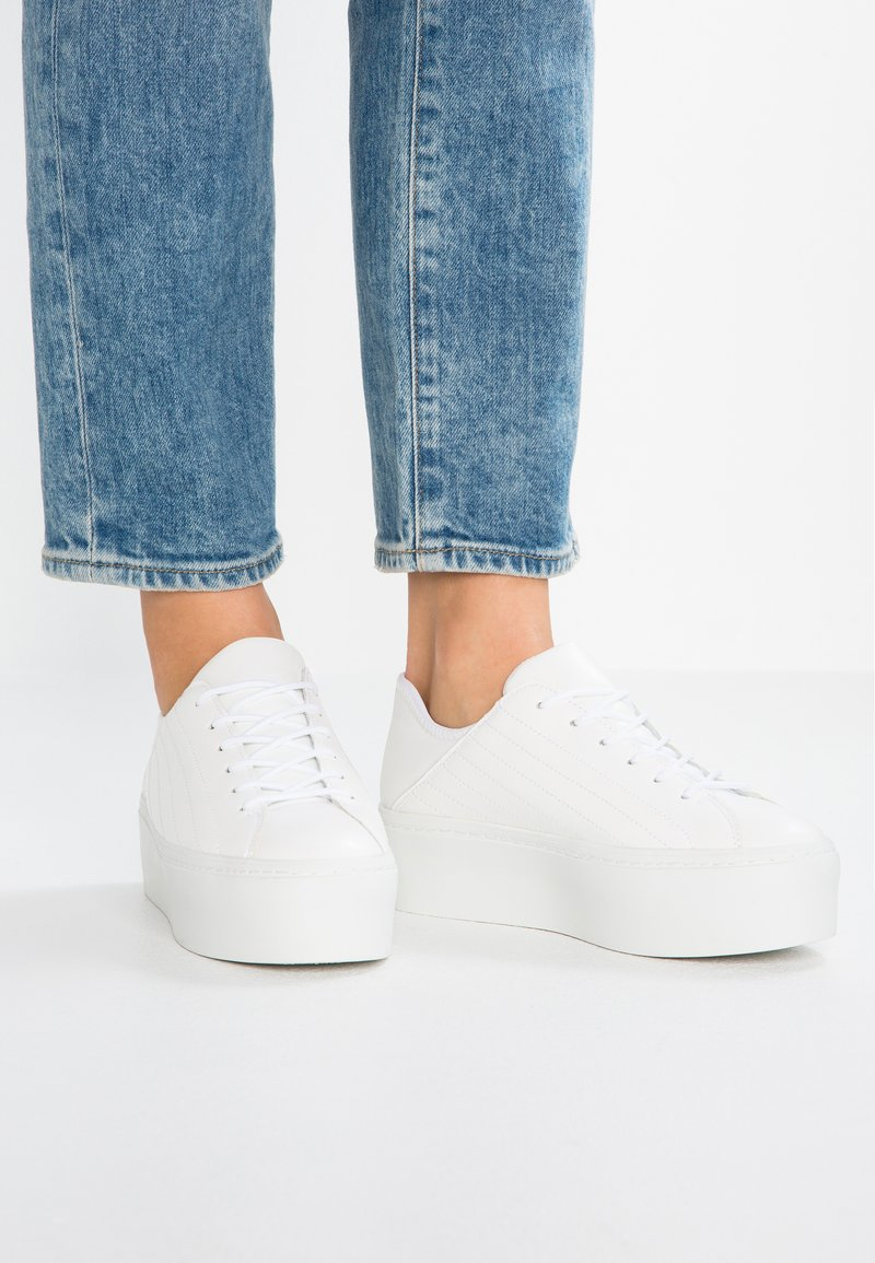 Lost Ink - MEGAN QUILTED LACE UP TRAINER - Sneakers laag - white