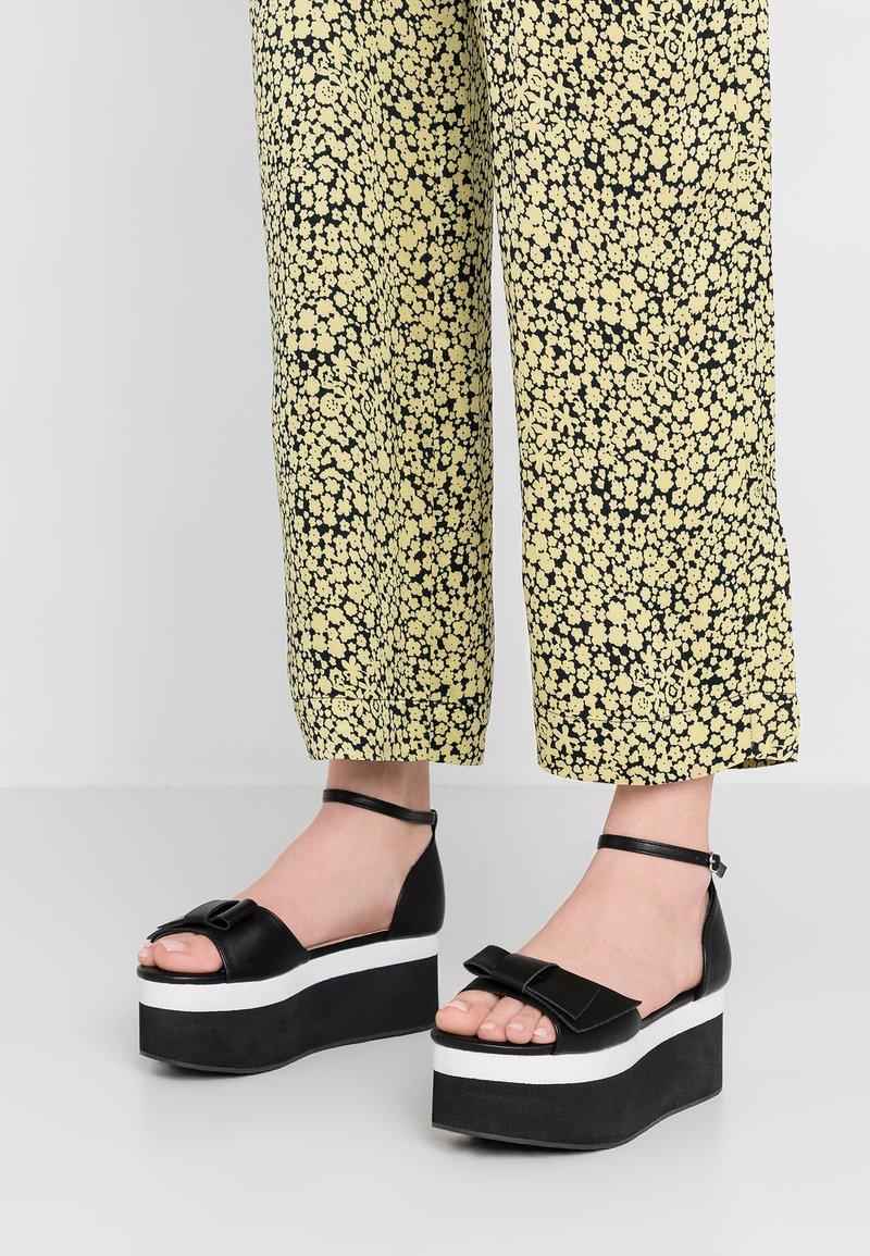 Lost Ink - SILVIE BOW FLATFORM - Platform sandals - black