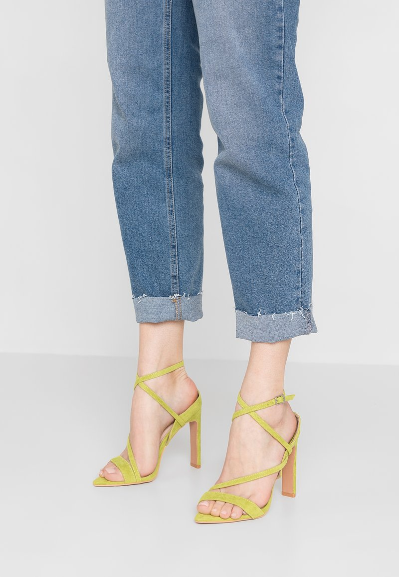Lost Ink - REGAN POINTED STRAPPY - Sandales à talons hauts - lime