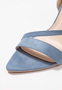 Lost Ink - REGAN POINTED STRAPPY - Sandales à talons hauts - light blue - 2