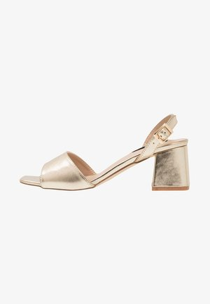 RIVA SQUARE MID FLARED HEELED - Sandály - gold