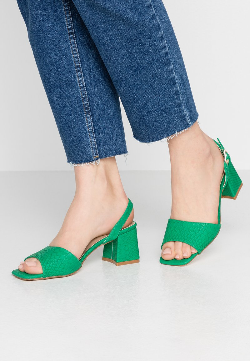 Lost Ink - RIVA SQUARE MID FLARED HEELED - Sandály - green