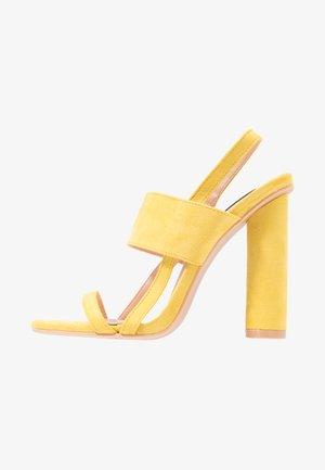 ROWAN CIRCULAR  - Sandały na obcasie - yellow