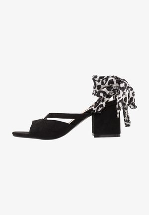MILA WRAP AROUND MID BLOCK HEELED - Sandalen - black