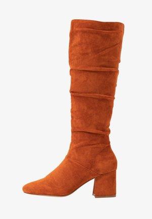 SLOUCHY KNEE HIGH BOOT - Botas - rust