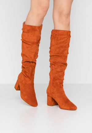 SLOUCHY KNEE HIGH BOOT - Boots - rust